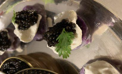 caviar sur Vitellotte crème montée au poivre et cerfeuil