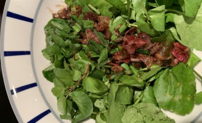 salade de cresson sauce chaude, ventrèche, ail et vinaigre balsamique