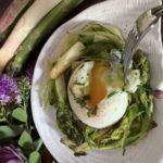 œuf poché et Tagliatelles d'asperges frites