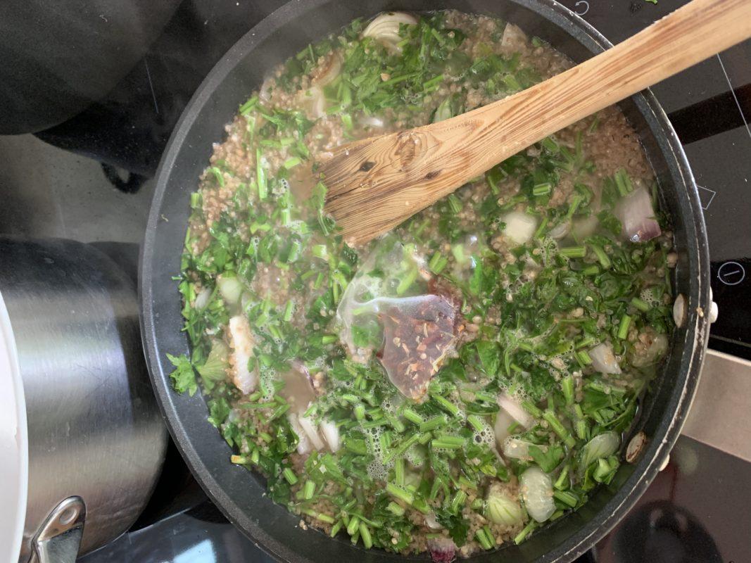 préparation du boulgour au persil façon pilaf parfumé au bouillon chic des plantes